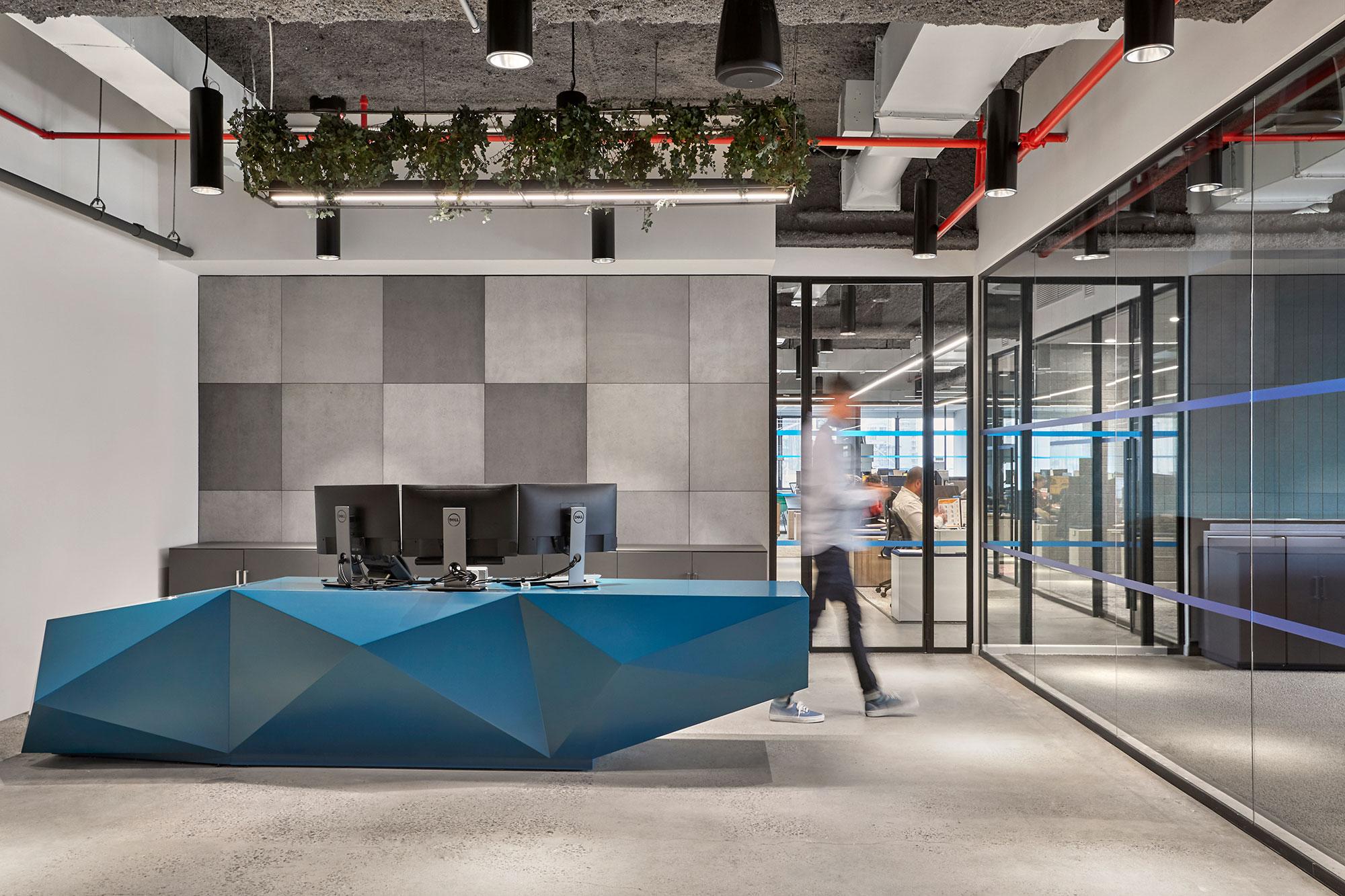 Kirigami blue angled reception unit